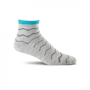 SOCKWELL WOMEN'S PLANTAR EASE QUARTER FIRM COMPRESSION SOCKS (Lt Grey 800)